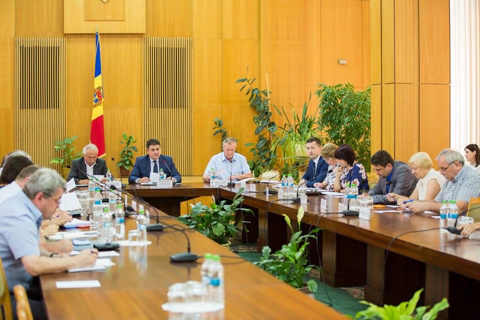 Comisia tripartită a examinat Cadrul bugetar pe termen mediu pe anii 2018-2020