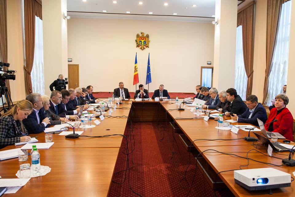 Comisia națională pentru consultări și negocieri colective s-a întrunit în ședință ordinară pe data de 7 noiembrie