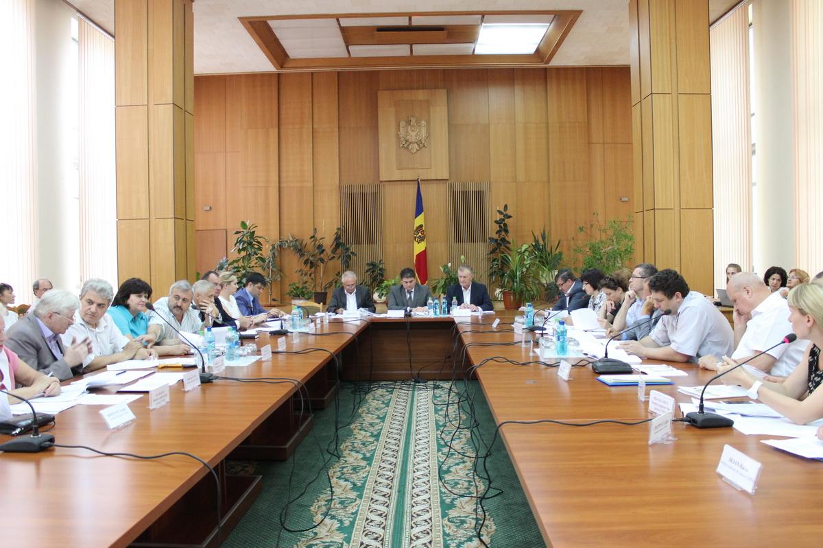 Comisia naţională pentru consultări şi negocieri colective s-a întrunit în şedinţă