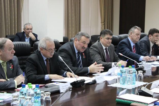Comisia naţională pentru consultări şi negocieri colective s-a întrunit în prima şedinţa din anul 2016
