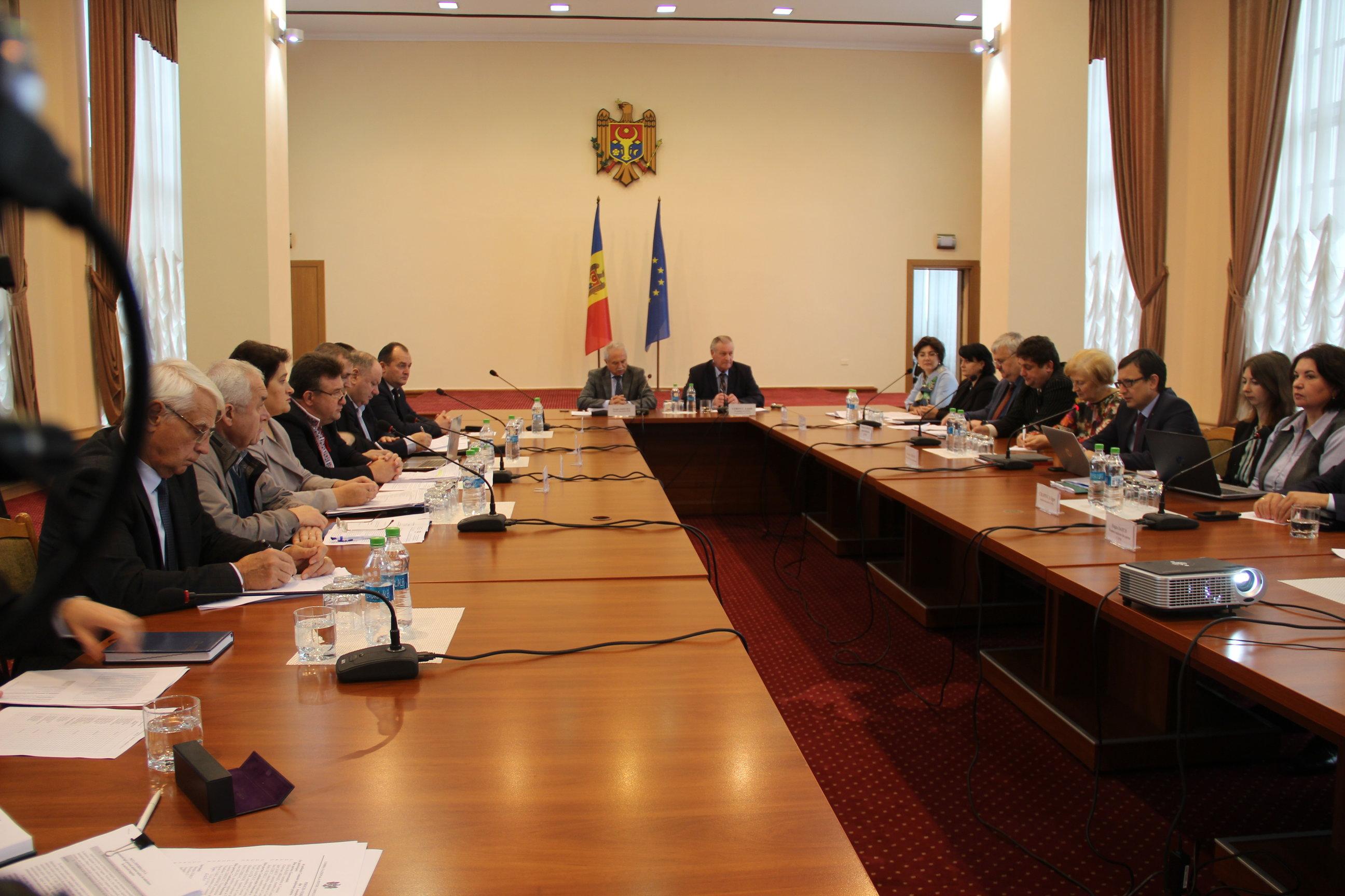 Comisia națională pentru consultări și negocieri colective a examinat proiectul de lege privind sistemul unitar de salarizare în sectorul bugetar